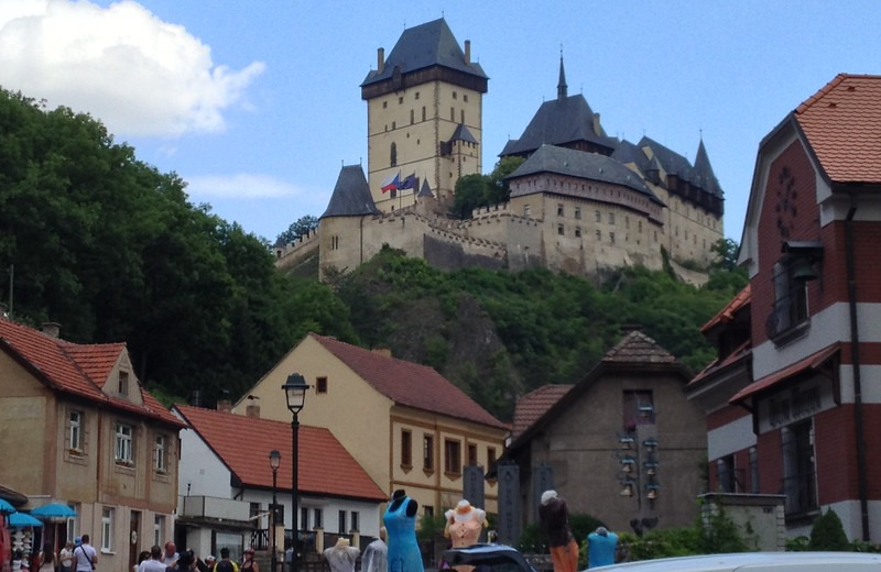 karlstejn castle czech republic 800x520