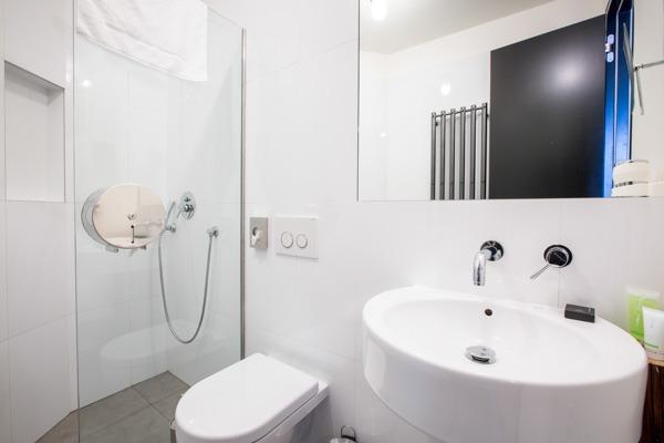 Sophie's Hostel Private Rooms Bathroom