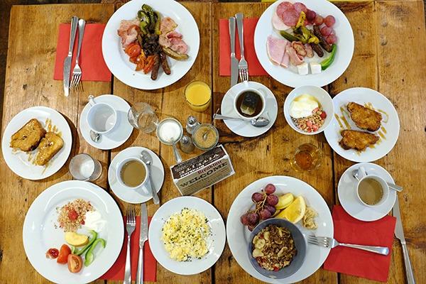 sophies hostel prague bar and breakfast area