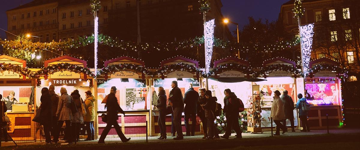 christmas markets stands namesti miru prague