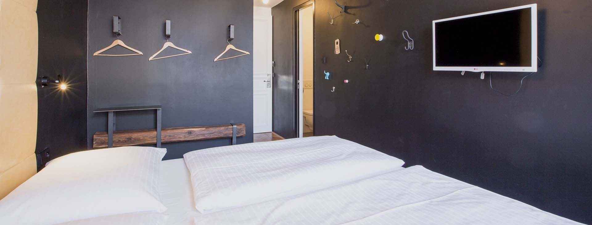 sophies-hostel-private-room-2-1920×730