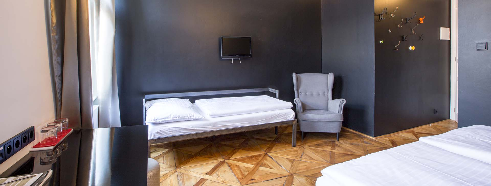 sophies-hostel-private-room-5-1920×730